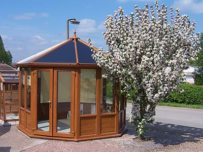 /Content/Images/Slides/Home/Carlton-PVCu-Summerhouse.jpg